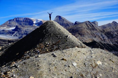 モレーンの小さな丘に登ってお山の大将気分