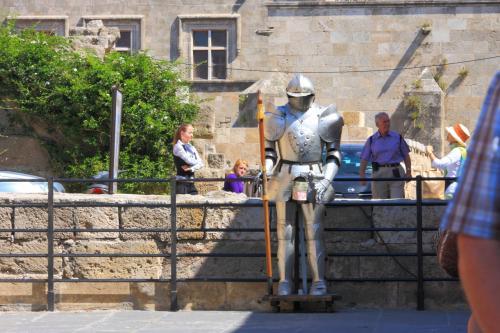 中世都市らしく甲冑がアチラコチラに展示されていました。