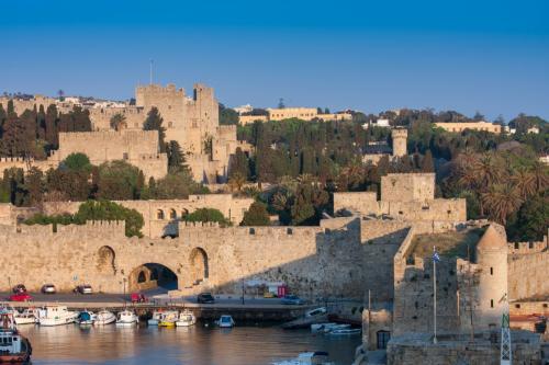 町は城壁の囲まれています<br />