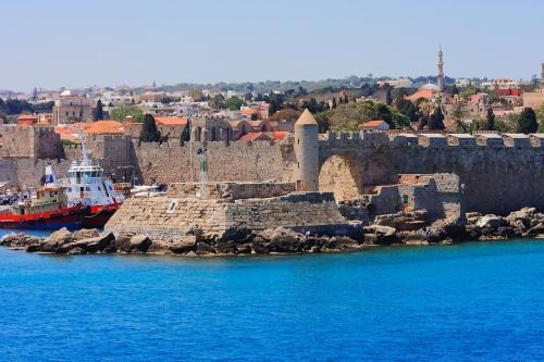 町は城壁の囲まれています