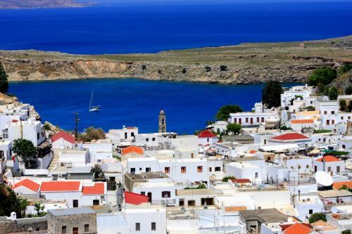 地中海が美しく素晴らしいビーチがあります。