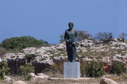 リンドスの銅像