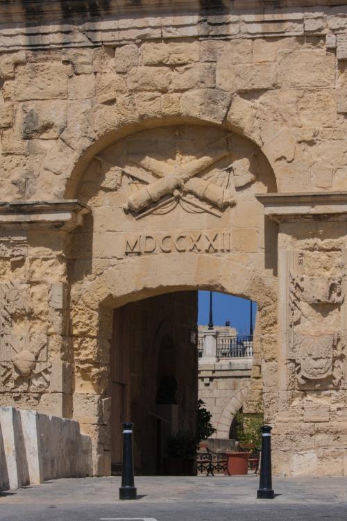 バレッタの城門