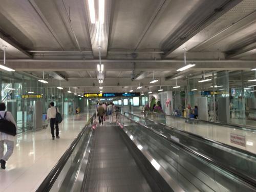 11時半に福岡空港を出発し、15時にバンコクにあっという間に到着!!懐かしい香りです。