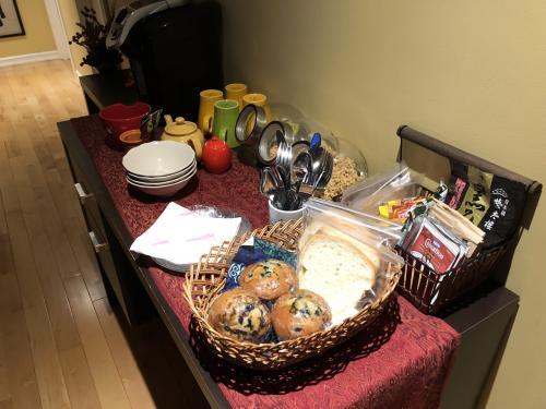 最終日の朝は、<br />ブルーベリーマフィンと食パン。<br />こっちの食パンって日本よりも本当にサイズが小さい。