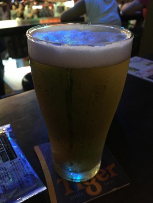 暑い中、飲むビールは最高です。この日は、バー・ホッピングをしてAM2時ごろホテルに戻りました。