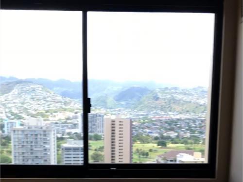 窓から見える山側の風景。<br /><br />ちょっとかなり雑な写真になってしまったのでまた別日にアップします。