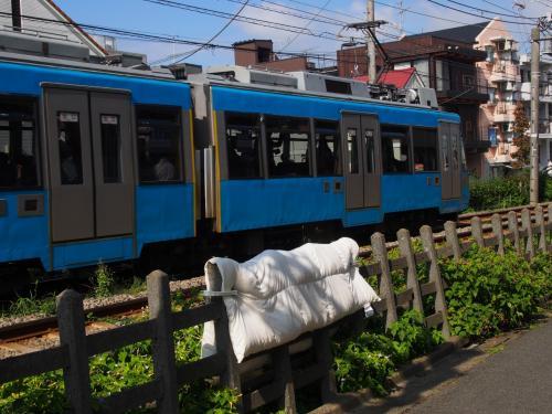 最初の駅松原で下車<br />なんか、ほのぼぼしますねえ。<br /><br />でもいいのか?こんな場所に布団を干して。