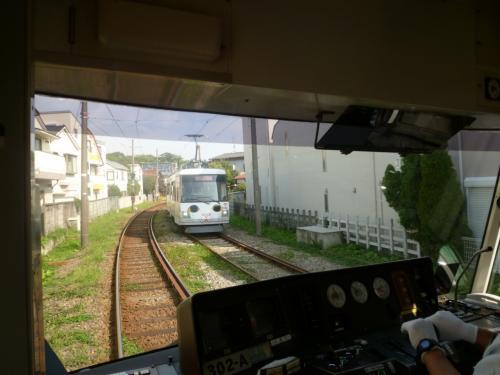 おっ!<br /><br />なんか来た。<br />あれが噂の「幸福の招き猫電車」!
