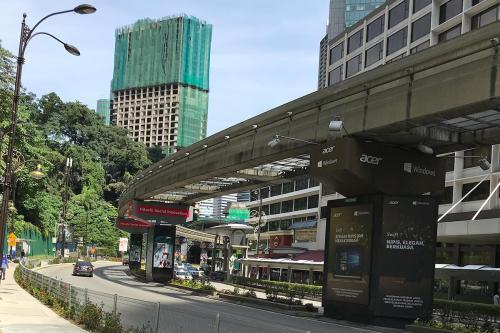 とりあえず今日は、<br />前回入れなかった「Masjid Jamek」に行くことにしました。<br />タクシーで行こうかと思いましたが、<br />まぁ時間もあるし、ヒマだし、駅も近いの電車で行ってみます。<br /><br />ですが、最寄り駅があるモノレールでは行けないので、<br />LRTクラナジャヤ線の「Dang Wangi」駅まで歩きます。