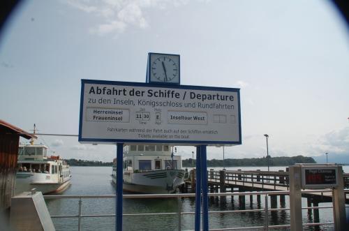 ドイツ語、ワカリマセーン!<br />しかし、もうすぐ遊覧船が出発しそうである。