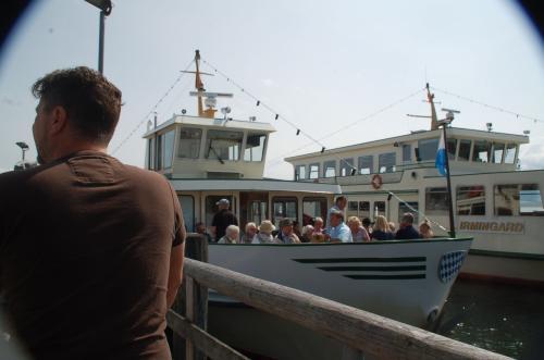 いよいよ遊覧船に乗り込む。