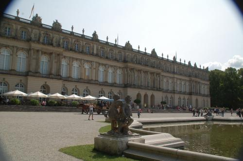 むむ、これがヴェルサイユ宮殿を模したヘレンキームゼー城のNeues Palaisなのか? 確かに似ているが、どことなく華やかさが足りないように思う。