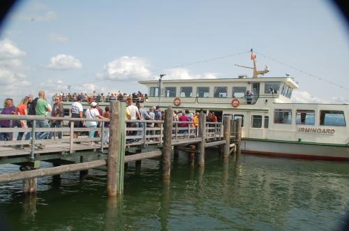 およそ10分でフラウエン島に到着。ここからすぐにシュトック行きの遊覧船に乗り換える。
