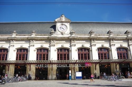 ボルドー・サンジャン駅<br /><br />TGVでパリへ向かいます。
