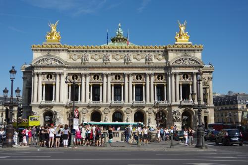 パリオペラ座。<br /><br />残念ながら見学は出来ませんが、外観だけでも。