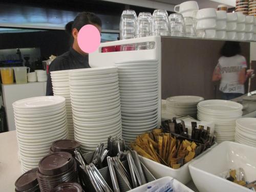 カフェはスタッフが作ってくれますよ~。このサービス、うれしいです!!!。<br />マシンだと、寂しい感じがしますよね・・・。