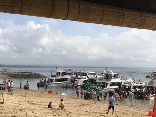 サヌールのスピードボート乗り場。<br />ドイちゃん曰く、今日は観光客が少ないよ。