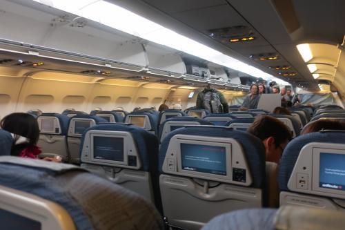 機材はエアバス321。<br />シートモニタあり。電源が装備されていたのも有り難かった。<br />この旅、充電はもっぱら機内だ。。。
