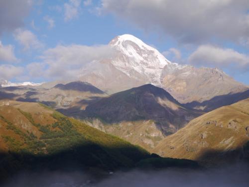 カズベキ山をアップで