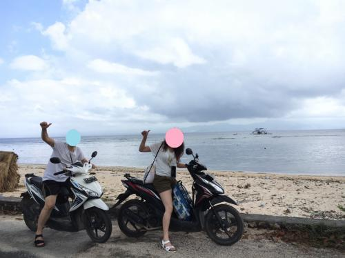 日本でバイクに乗ることはないけど、慣れれば結構簡単に運転できる。<br />道も舗装されていて、島内を風を切って走るのはとても気持ちがイイ。