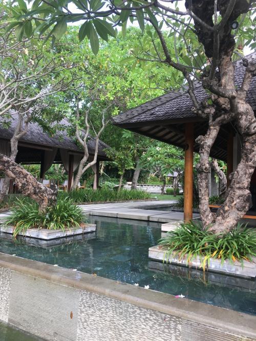 ヴィラアイルはインドネシア語で「水」をあらわしているとのことで、あちこちに、水が流れています。