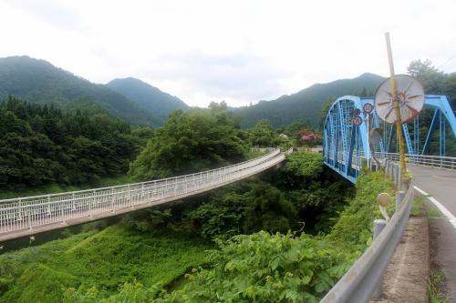12号線 美山町<br /><br /> 吊り橋も有ります・・・隣の道路を通っても、そんなに危なくないと思うけど・・・車の通行量も、少ないし・・・酔狂な人は、吊り橋をどうぞ・・・