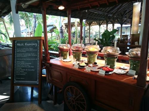 メインは多少変化があるけど、基本的には同じもの。<br />インドネシア料理は日替わり。
