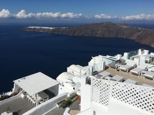 ☆Greece-Santorini-Imerovigli★<br /><br />「イメロヴィグリ」<br />部屋の前にあるテラスからはこの絶景!
