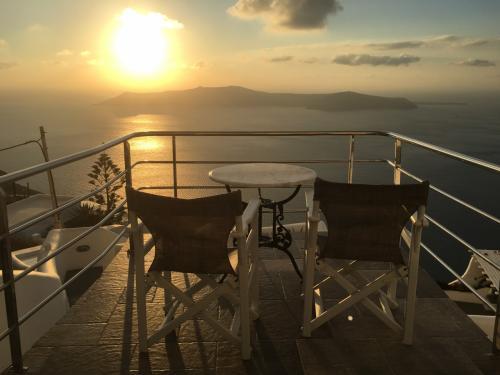 ☆Greece-Santorini-Imerovigli★<br /><br />「イメロヴィグリ」<br />宿のテラスから。