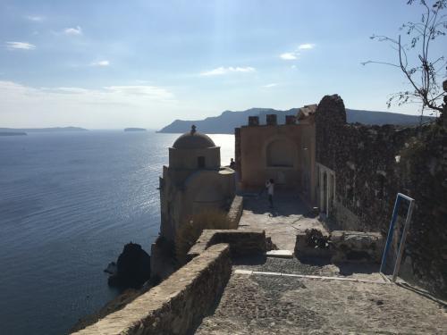 ☆Greece-Santorini-Oia★<br /><br />「イア」<br />とりあえず目の前にあるイアキャッスルへ行ってみる。イアキャッスルからの絶景!まさにここが世界一の夕日スポットといわれている絶景が見れる場所だ。