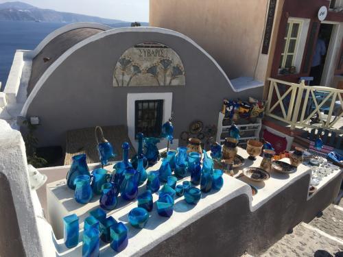 ☆Greece-Santorini-Oia★<br /><br />「イア」<br />お洒落なオブジェも販売してる。