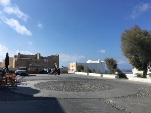 ☆Greece-Santorini-Oia★<br /><br />「イア」<br />この日はイアへと向かいます。<br />イメロヴィグリからイアまではバスで15分程。