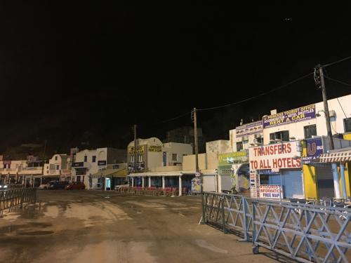 ☆Greece-Santorini★<br /><br />翌朝、サントリーニ島を後にしてアテネへと向かう。<br />早朝のフェリーターミナルは静まり返ってる。
