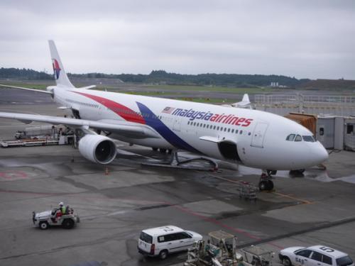 マレーシアは初めて訪れる国ですが、最近アジアづいているのでまーそれほど緊張はありません。<br />もちろんマレーシア航空も初めて。しいて言えば今回はクアラルンプールで乗り継ぎがあるのが若干心配ですが…。<br />飛行機は定刻通り成田を立ちました。
