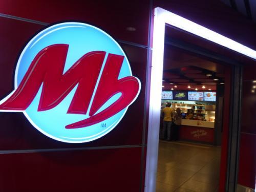 小腹が空いたので空港内のMbというファーストフードに入ってみた。