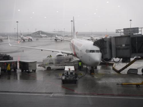 クアラルンプールは雨。<br />乗り継ぎで若干アクシデントがあり入国審査で引っ掛かりそうになったが何とかクリアーしてホッとしました。