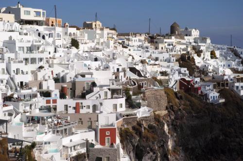 ☆Greece-Santorini-Imerovigli★<br /><br />「イメロヴィグリ」<br />途中で見つけた絶景カフェに入ったりして、ゆったりとした時間を過ごすのもイメロヴィグリのいいところ。