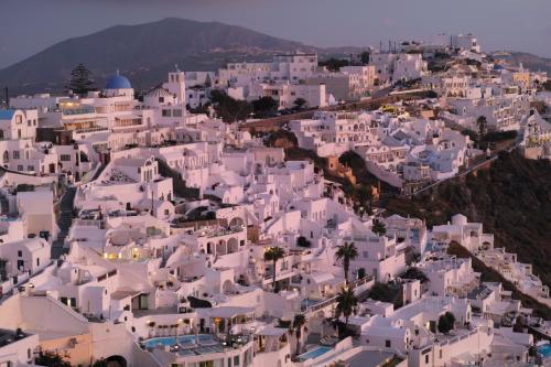 ☆Greece-Santorini-Imerovigli★<br /><br />「イメロヴィグリ」<br />そして景色はこの通り。フィロステファニーの夕景。