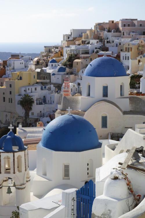 ☆Greece-Santorini-Oia★<br /><br />「イア」<br />順番待ちしながら撮影してるスポットもあるので、時間はゆったりと確保したほうがいいかな。イアは宿泊やや高めやけど、夕焼け鑑賞もあるし、イアで宿泊するのがおススメやと思います。