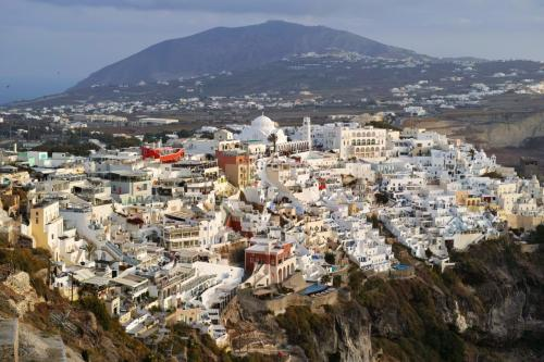 ☆Greece-Santorini-Fira★<br /><br />「フィラ」<br />フィラの街を見下ろせる展望台から。<br />歩いていればすぐにわかる絶景スポット!