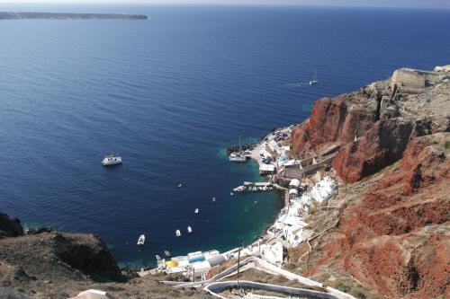 ☆Greece-Santorini-Oia★<br /><br />「イア」<br />アクセサリー屋の奥さんがイアでおススメのレストランとかも教えてくれる。下に下ったとこにも海鮮のレストランがあるて言ってたな。