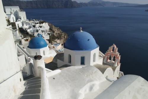 ☆Greece-Santorini-Oia★<br /><br />「イア」<br />サントリーニといえばこの青いドームの建物。色々と路地を入ってお気に入りの撮影スポットを探しているうちに時間が過ぎていく。
