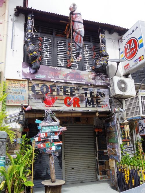 ストリートアートを探していたら、ちょっと違う嗜好の店を発見。