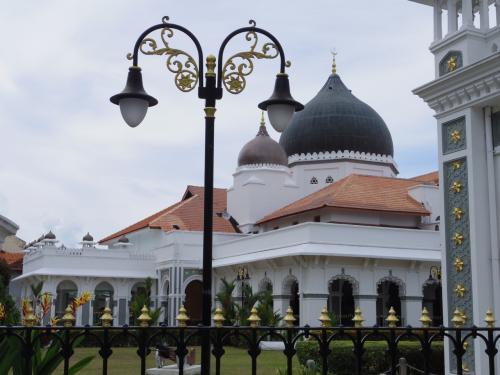 カピタン・クリン・モスク。綺麗だけど派手さはない。