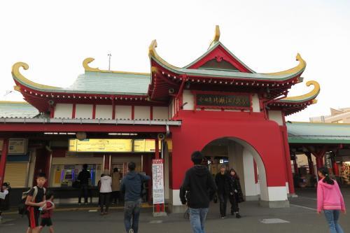 片瀬江ノ島の駅って、凄い外観ですね。<br />