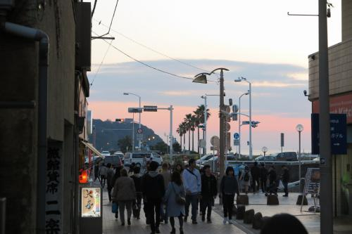 空の色がどんな風に変わっていくのか、気になりながら、後ろ髪を引かれながら、海と反対方向に歩きます。<br />