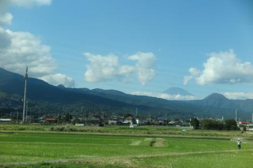 窓の向うには富士山!