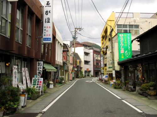 今度は鳴子温泉を楽しみます。鳴子温泉駅の近くにも多くの旅館があり、どこで入浴するか迷いましたが、東多賀の湯へ行くことにしました。