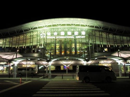 牛タンを食べた後は、仙台空港アクセス線で仙台空港へ行き、19時前のANAで大阪まで。仙台空港から伊丹空港へ、モノレール+阪急で梅田駅まで約2時間という速さ。これで今回の東北旅行はおしまいです。年末も関東あたりへ行きたいですが・・・